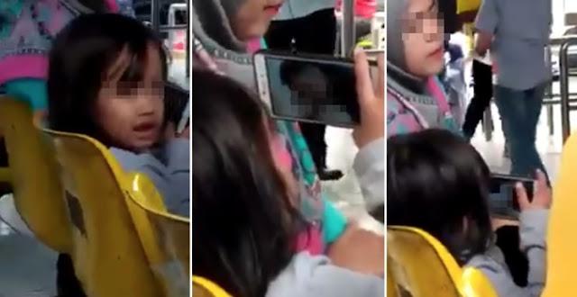 Kanak-kanak Tonton Video 'Blue' Di Sebelah Ibu