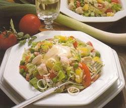 Vištienos salotos su kariu