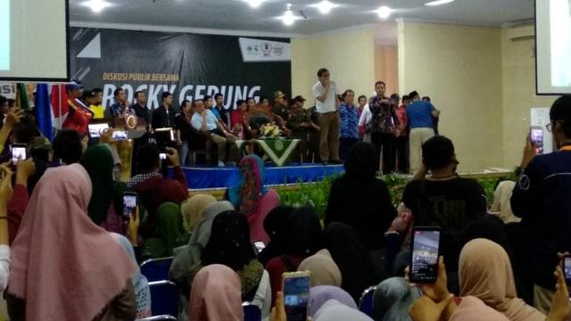 Rocky Gerung Disambut Takbir saat Datangi Kampus Muhammadiyah Jember