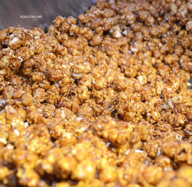 Macademia Caramel Popcorns, you know you want it
