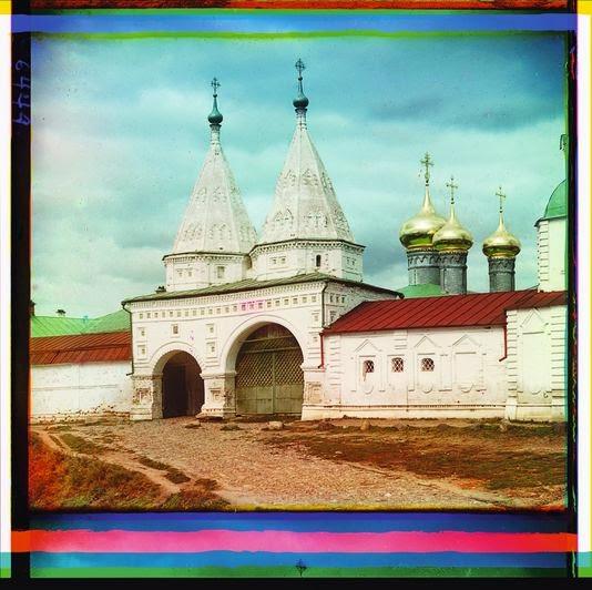 La porte d'entrée du monastère de Rizpolozhensky, à Souzdal-printemps 1910