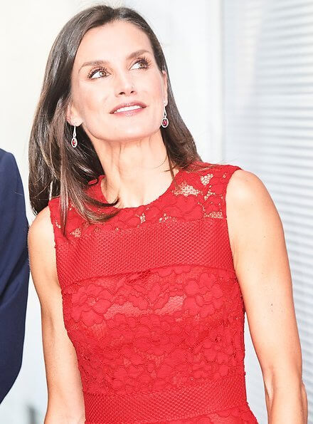 Carolina Herrera lace dress from fall 2016 collection. Queen Letizia wore a red lace midi dress by Carolina Herrera.