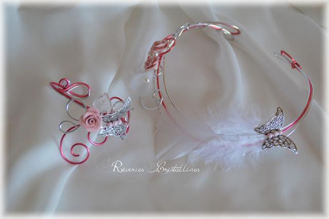 bijoux romantiques mariage rose et argenté avec plumes et roses