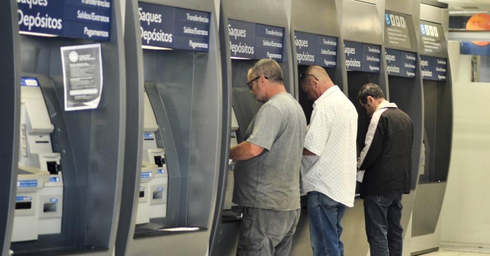 Agências bancárias não abrirão nesta segunda-feira (31)