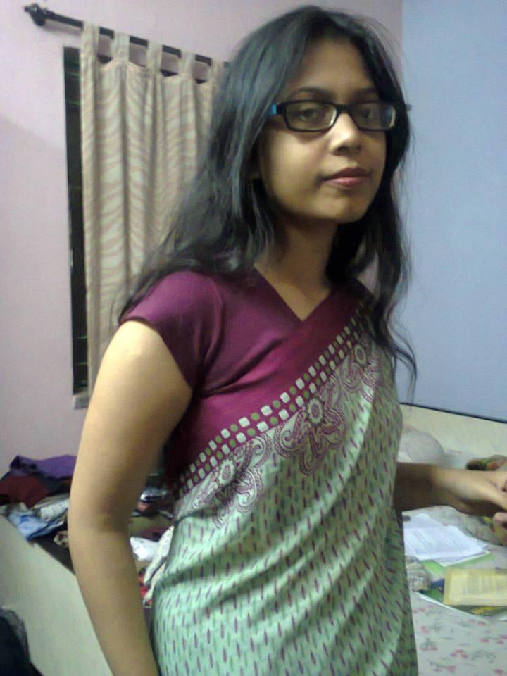 Indian Mumbai nerd bhabhi