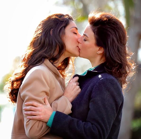 Beso lesbico entre dos chicas con orejas de gato - 1 part 2