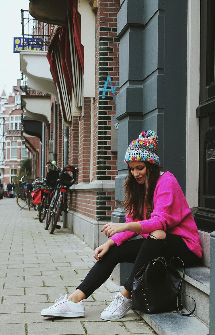outfit jersey rosa gorro zara amsterdam