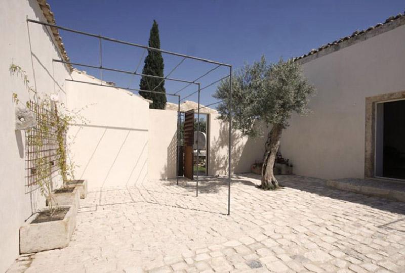 Ristrutturazione di una tipica abitazione rurale mediterranea