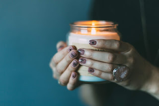 aromatherapy candle help foster relaxation and sleep