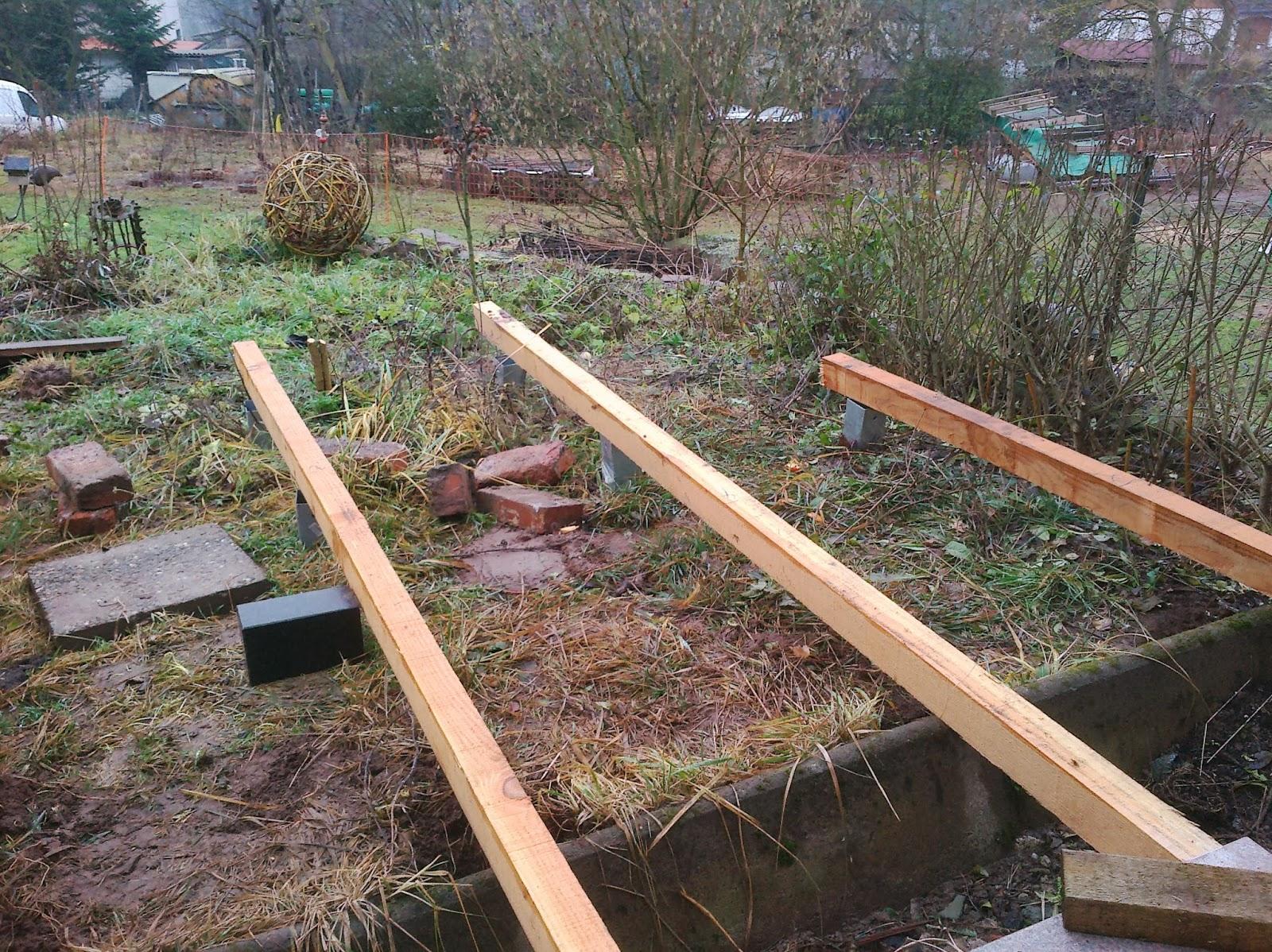 karl erwin und die frau ein haus wird gl cklich terrasse bauen teil 1 unterbau. Black Bedroom Furniture Sets. Home Design Ideas