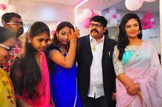 Sreemukhi Launches Manvis Saloon  0060.jpg