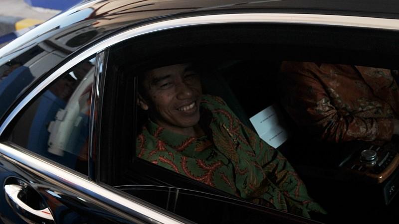 Jokowi berada dalam mobil dinas kepresidenan