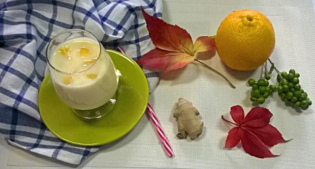 Koktajl działający przeciwzapalnie z kurkumą, imbirem, bananem i pomarańczą Naturalnie jest OK