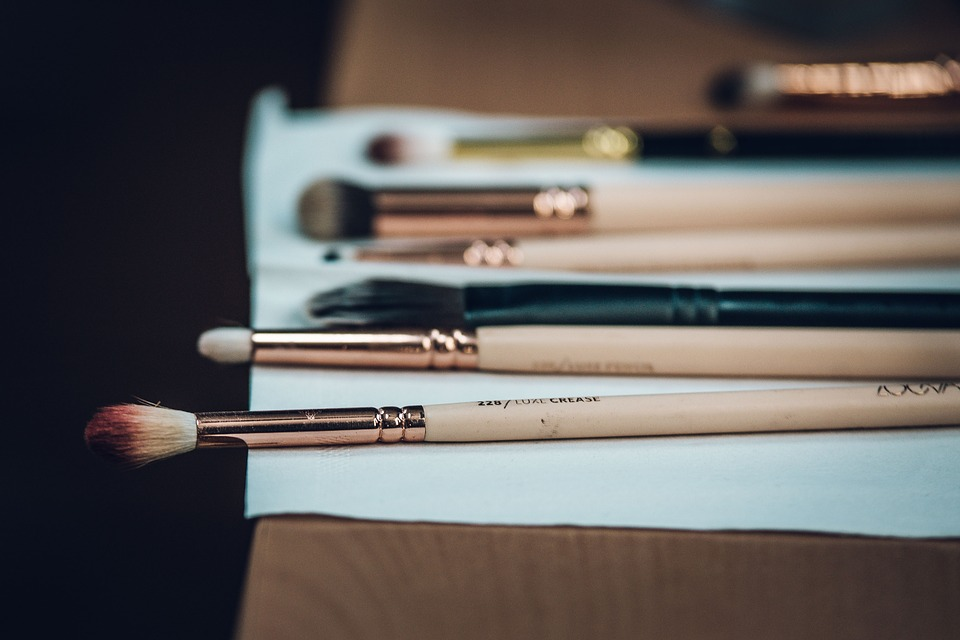 makeup-brushes-laying-flat-to-dry.jpeg