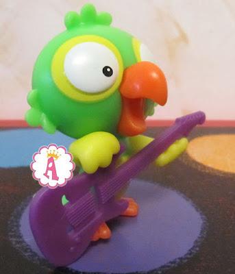 Киндер Макси 2019 попугай гитарист