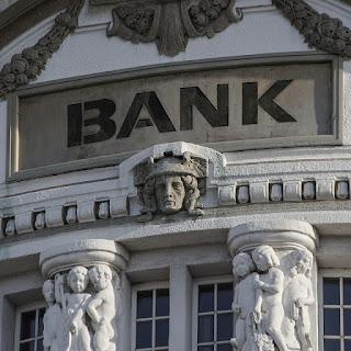 perbedaan pinjaman bank dengan pinjaman online