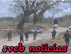 Ejecutan a 2 hombres dentro de auto en carretera Palma Sola-Cosolapa