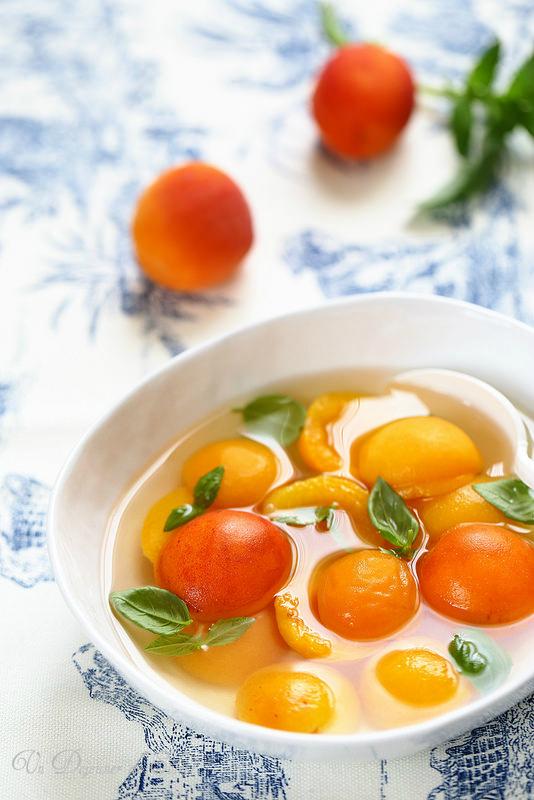 Abricots au sirop de basilic