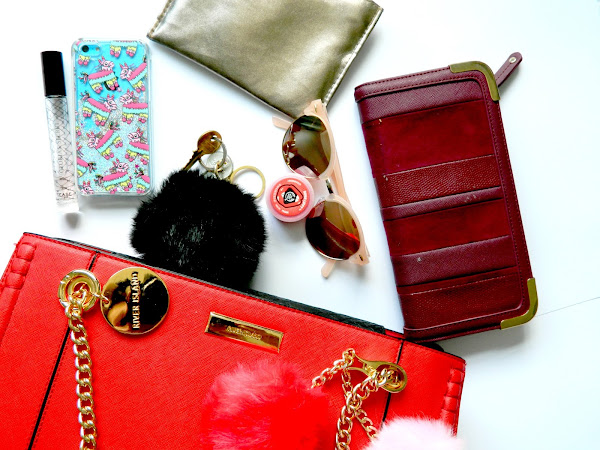 A Look Into My Hand Bag