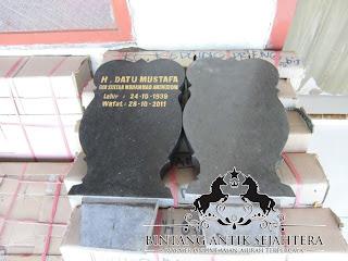Nisan Batu Alam