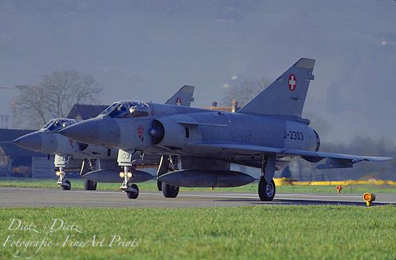 Mirage IIIS - Ready for departure - J-2304 und J-2304 auf der Piste 06