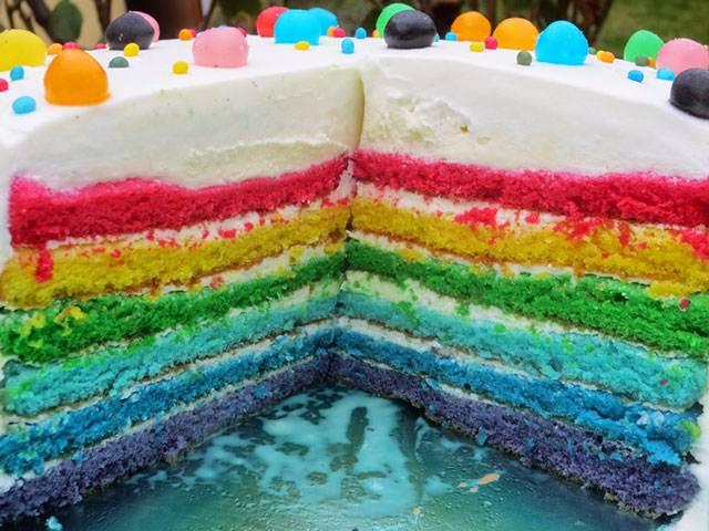 Tarta arco iris cake de trufa blanca Ana Sevilla