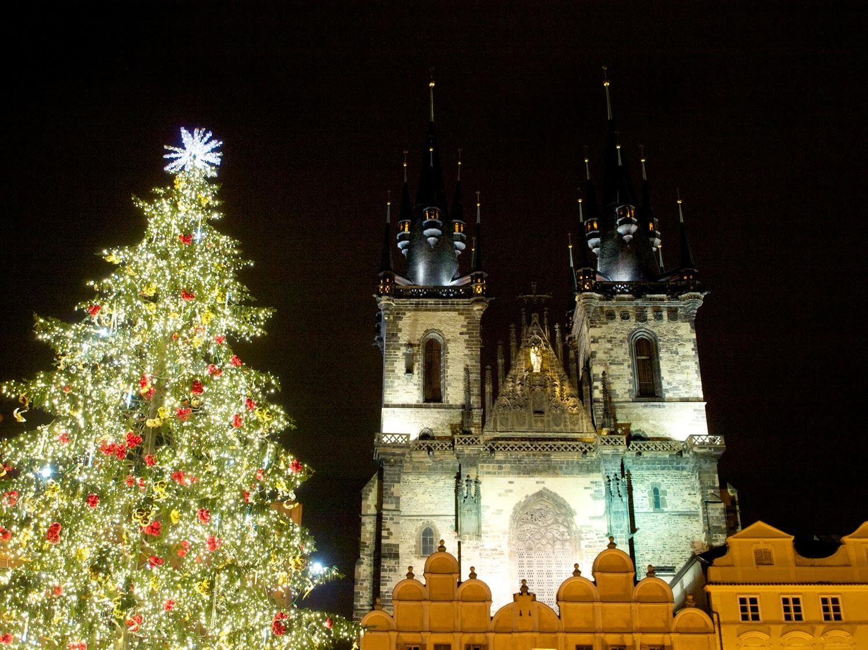 Iglesia de Tyn en Praga, de noche