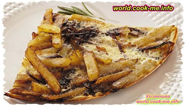 Картофель с карамелизованным луком и розмарином в яичной заливке