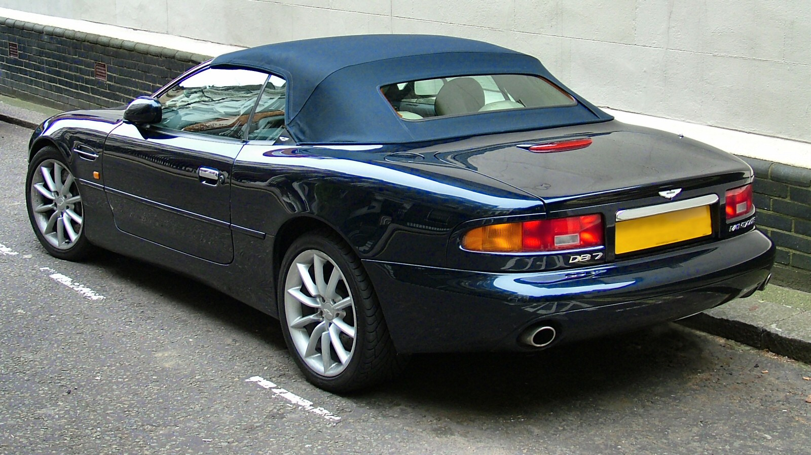 TECHNO.LK: Aston Martin Considering Its Straight Six