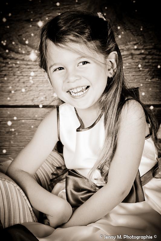 portrait fille enfant sépia sourire