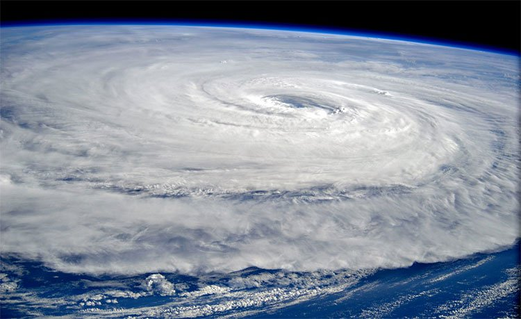 Tại sao những cơn bão thường dịch chuyển theo hướng Tây -Tây Bắc