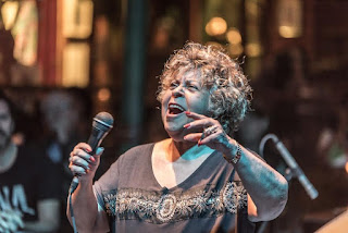 Leny Andrade no palco do Vivo Rio
