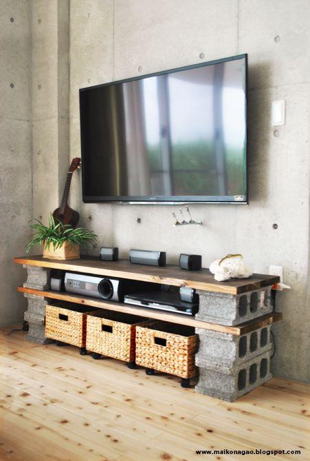 طاولة تلفاز من طوب البناء