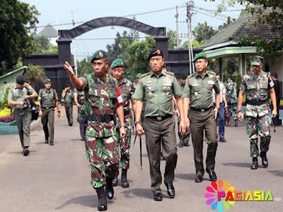 Polri TNI dan Brimob Polda Siap Melakukan Strelisasi dan Pengamanan di Acara Malam Natal di Medan Hingga Jayapura