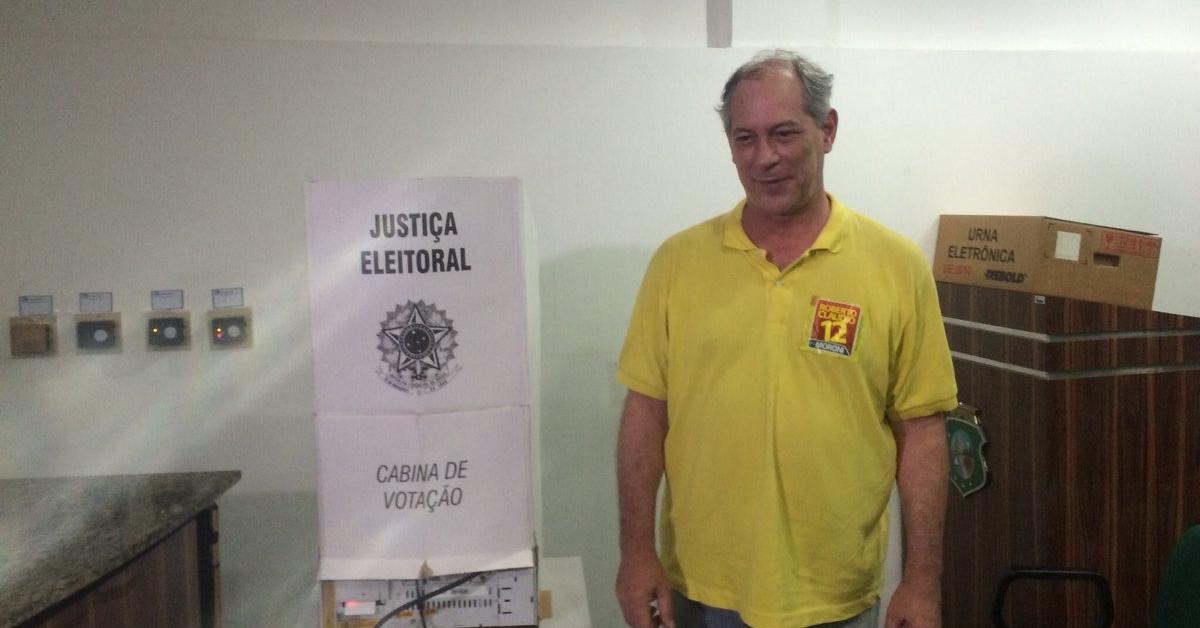 Ciro Gomes vota em Fortaleza