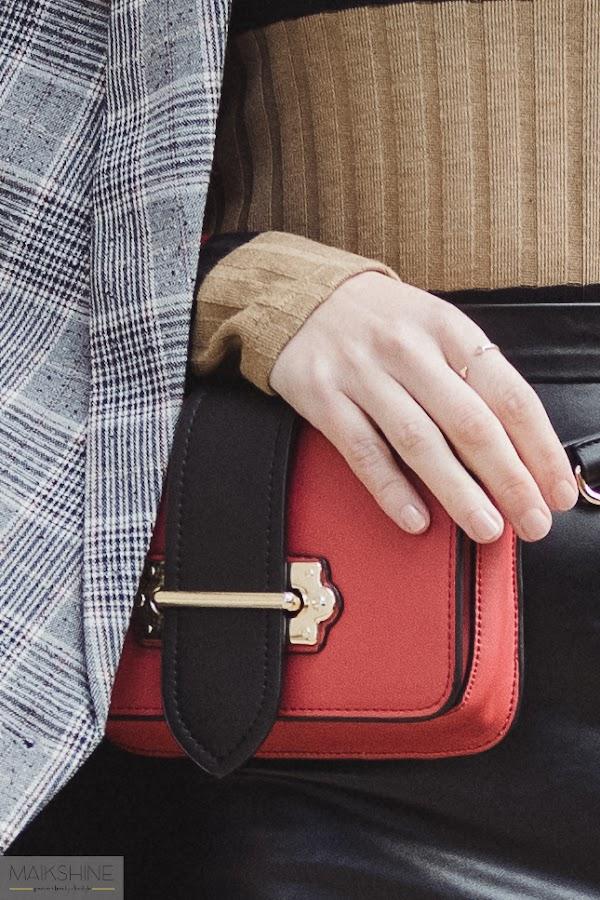 formas de llevar un bolso tipo riñonera