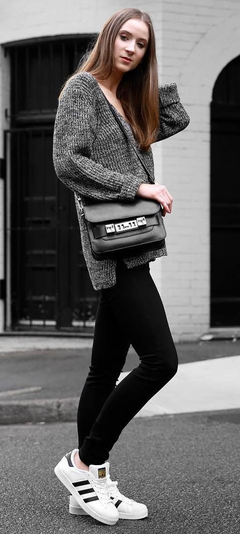 fall outfit idea / knit sweater + bag + black skinnies + sneakers