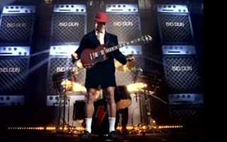 Schwarzenegger en el vídeo musical Big Gun de AC/DC
