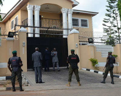 efcc officers outside femi fani kayode