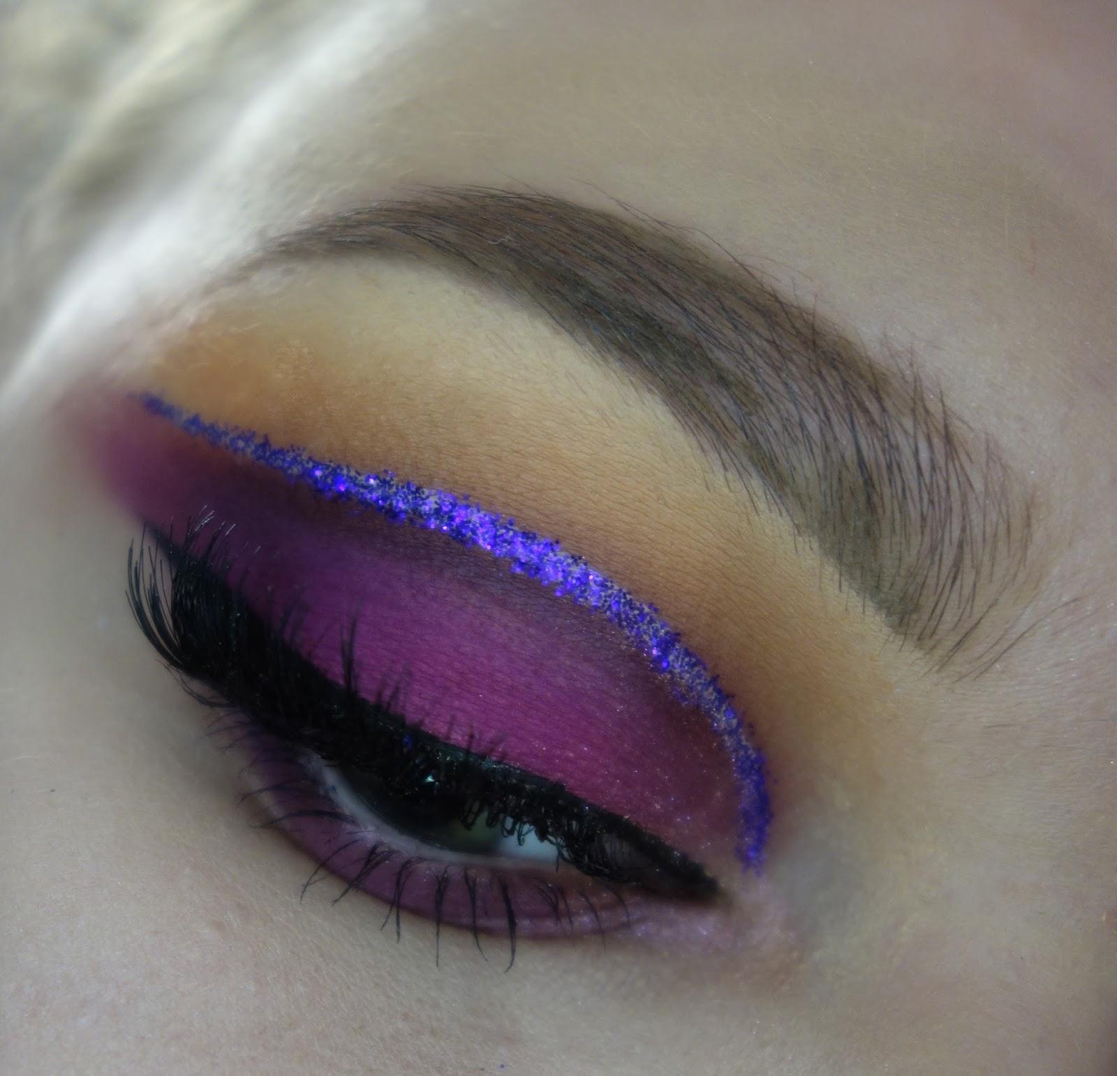 Makijaż a'la Cut Crease w śliwkowym wydaniu