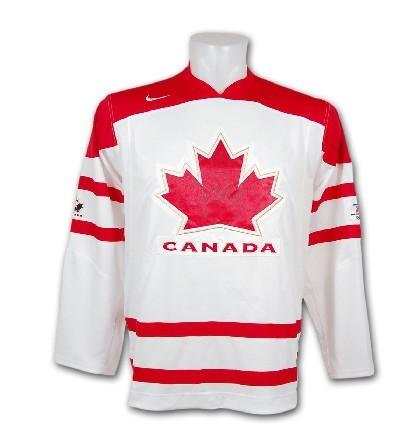 df1c16ce5 Kanadský hokejový dres. Je bílý a červený,veprostřed je kanadský znak.