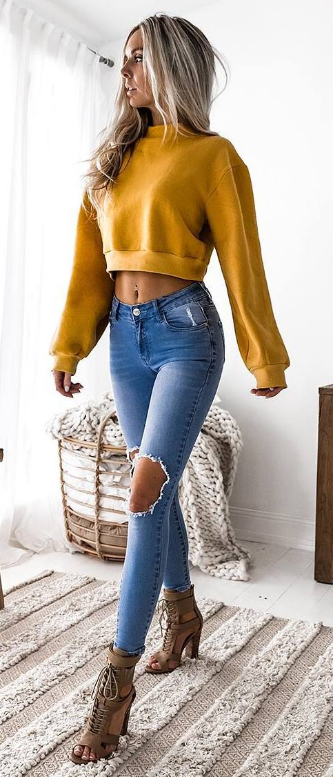 casual outfit addiction / yellow sweatshirt + ripped jeans + boots