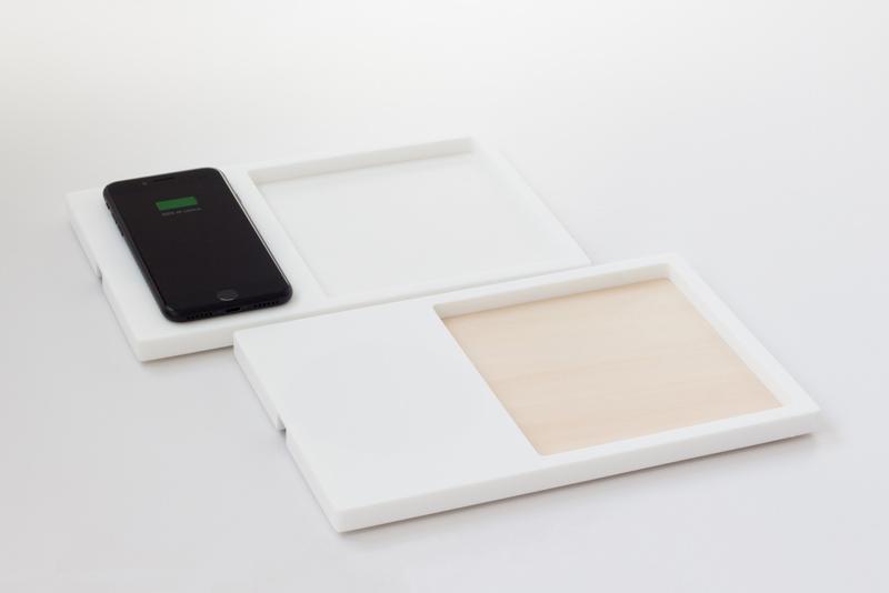 porta smartphone in HI-MACS con ricarica wireless