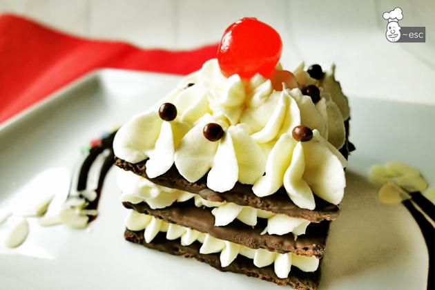 Lasaña de chocolate negro con crema chantilly de chocolate blanco