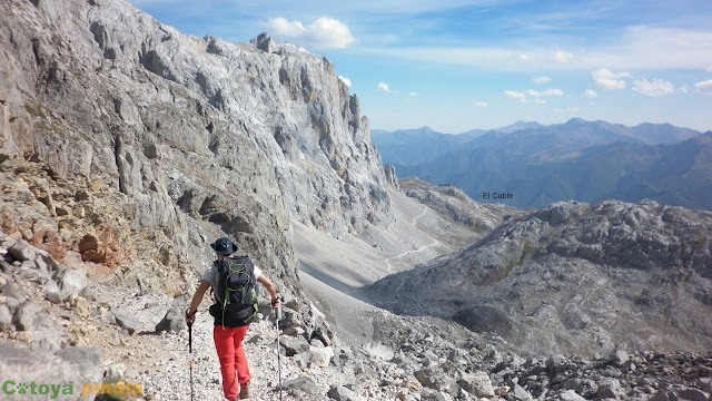 Ruta a Peña Vieja desde la Estación del Cable en Fuente Dé, en Picos de Europa.