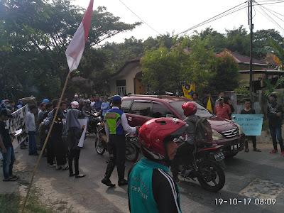 IMG 20171019 080956 - Mahasiswa Dan Masyarakat Boikot Jalan Gunung Amal