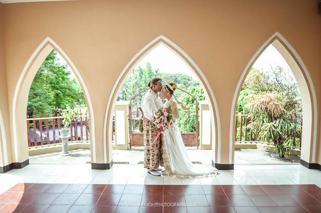 foto pose pasangan pengantin