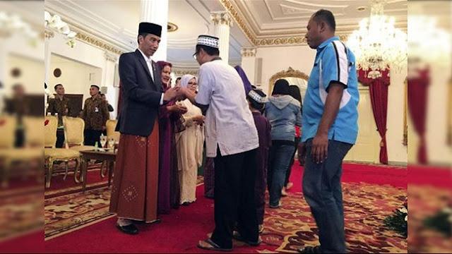 Open House Jokowi, Sandal Jepit dan Paspampres Penerima Tamu
