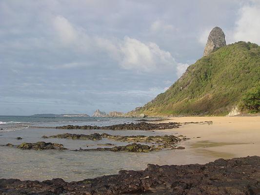 praia boldro noronha