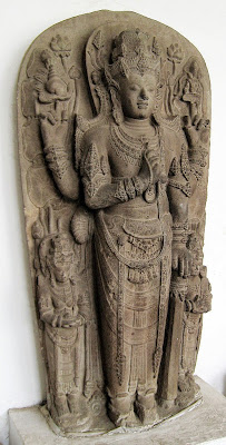 Arca Harihara, Setengah Dewa Siwa dan Dewa Wisnu. Patung ini menggambarkan Raja Kertarajasa (Raden Wijaya), raja pertama Majapahit